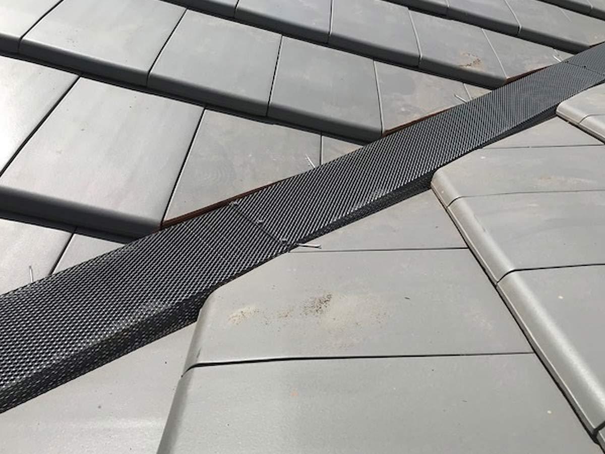 LM81 the-leaf-man-tile-roof-valley
